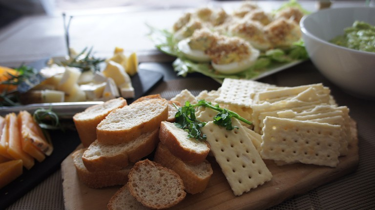 Cheese platter © Andrea Goh / Flickr