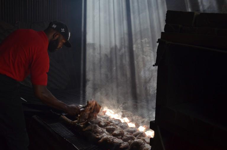 Jerk Cooking, JoJos, Kingston   © CaribbeanCables/Flickr