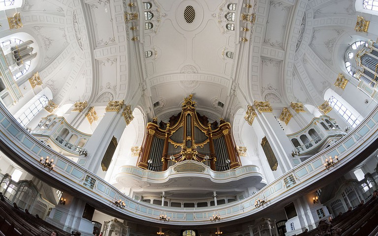 The church organ | © Ajepbah / Wikimedia