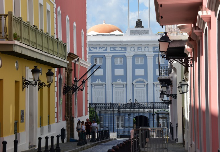 La Fortaleza (blue building) | © Harvey Barrison/ Flickr