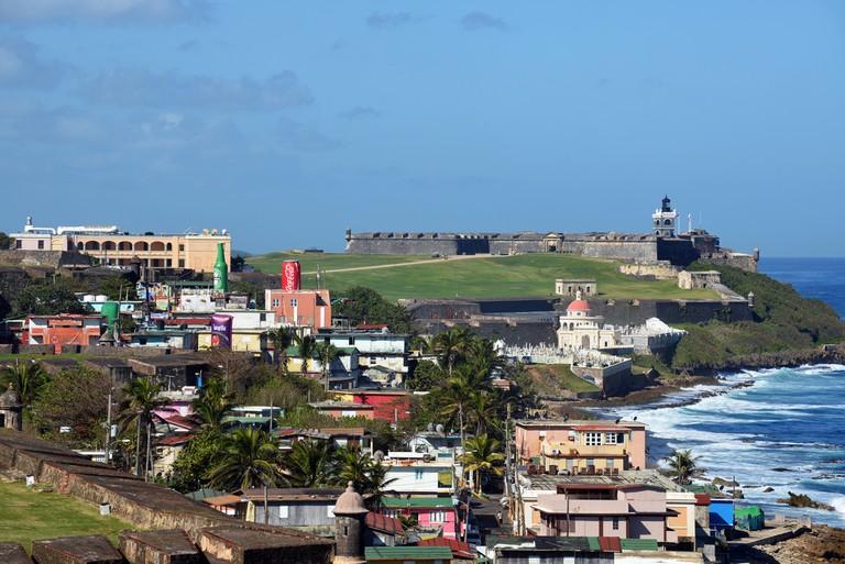 La Perla in front of El Morro   © Harvey Barrison/ Flickr