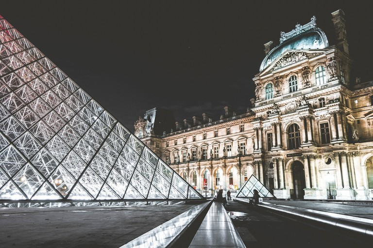 Louvre at night │© Unsplash / Pixabay
