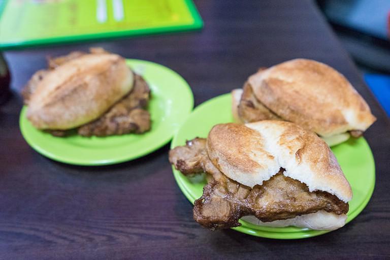 Macau pork chop bun | © Wei-Te Wong / Flickr