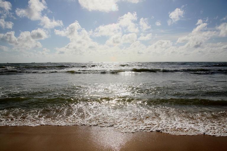 Mount Lavinia Beach, AKA the 'Golden Mile' | © vastfield - Flickr