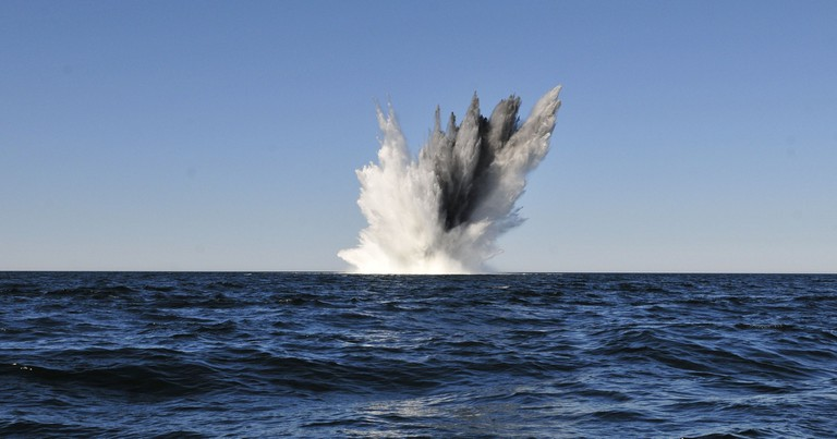 Naval mine mid-detonation │© Commander, U.S. Naval Forces Europe-Africa/U.S. 6th Fleet