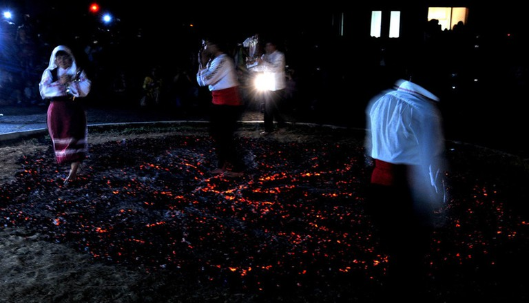 Firewalking in Balgari village I © Apokalipto/WikiCommons
