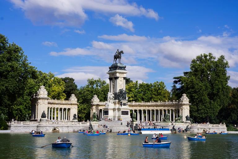 Parque do Retiro (Retiro Park), Monumento a Alfonso XII (Monument to King Alfonso XII) | © Deba Machado/Shutterstock
