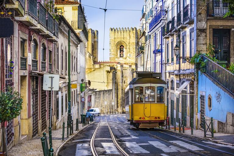 Romantic street in Lisbon | © Shutterstock
