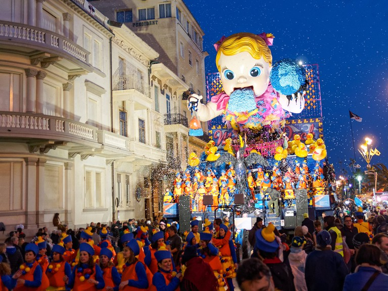 Allegorical float at Viareggio Carnival | © marchesini62 / Shutterstock