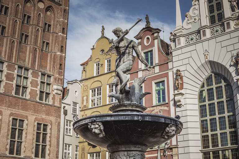 Fountain of the Neptune in old town of Gdansk| © Curioso / Shutterstock