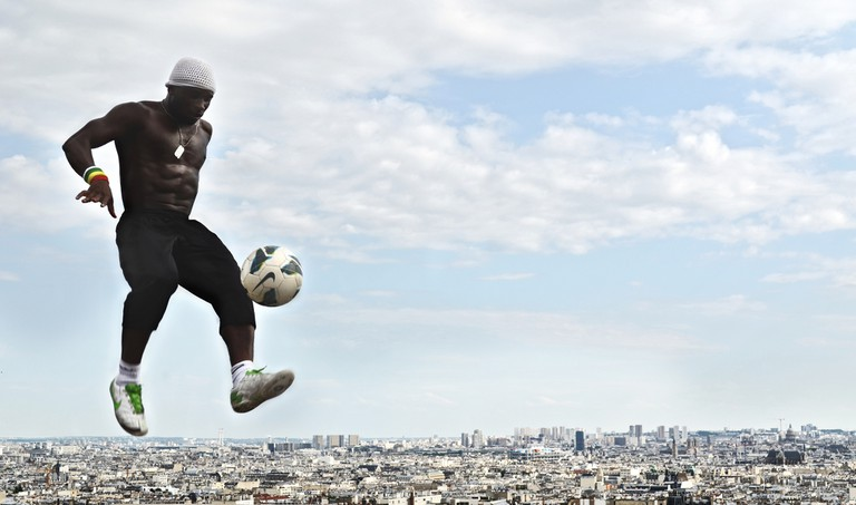 Street footballer at the Sacré-Coeur │© Sam Wolff / Flickr