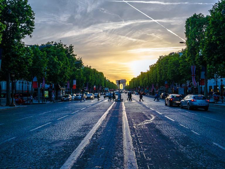 The cobbled Champs-Élysées │© Yann Caradec / Flickr