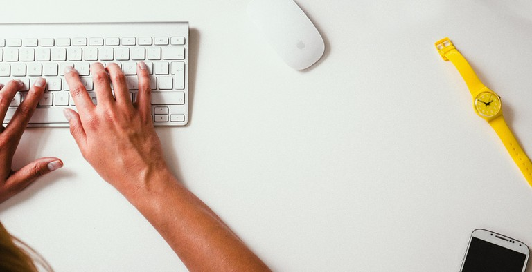 Typing on keyboard │© Life-Of-Pix / Pixabay