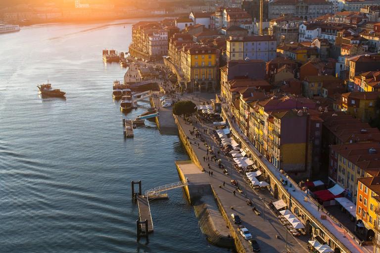 View of Douro river and Ribeira, Porto, Portugal | © De Visu/Shutterstock