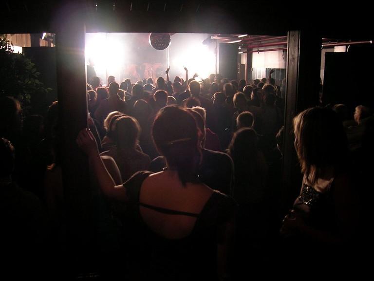 Dancing at a nightclub | © Kimmo Palosaari / WikiCommons