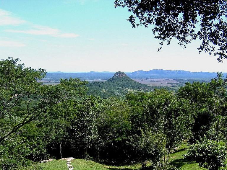 Cerro Mbatoví © Patricia Perez de Viveros / Wikimedia Commons