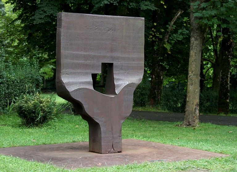 'Homenaje a Braque' Eduardo Chillida | ©Isma Monfort / Wikimedia Commons