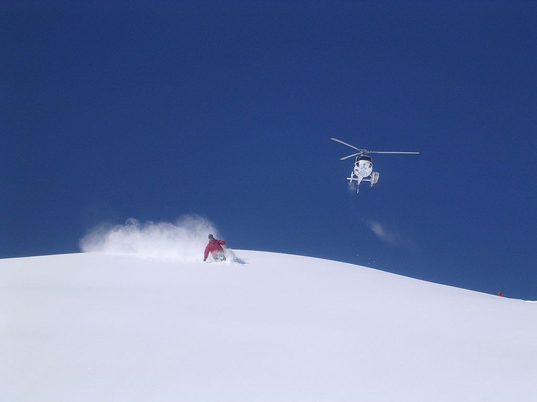 Heli skiing | © Wikimedia Commons