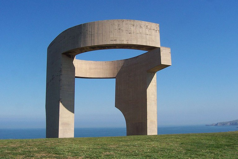 Eulogy to the Horizon by Eduardo Chillida in Gijón, Spain   ©Roberto Sueiras Revuelta/ Wikimedia Commons