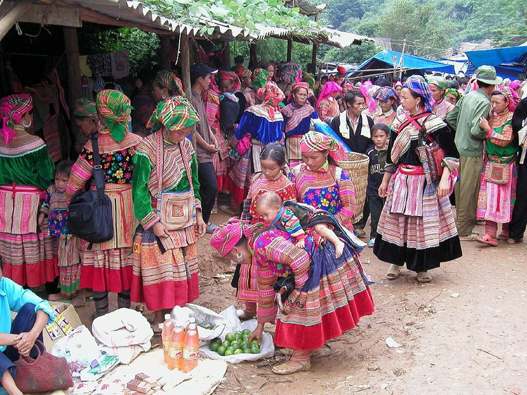 Flower Hmong Women|©Brian Snelson/Wikimedia Commons