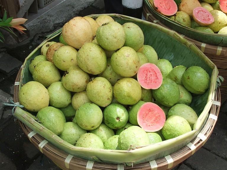 Guavas © Midori/WikiCommons