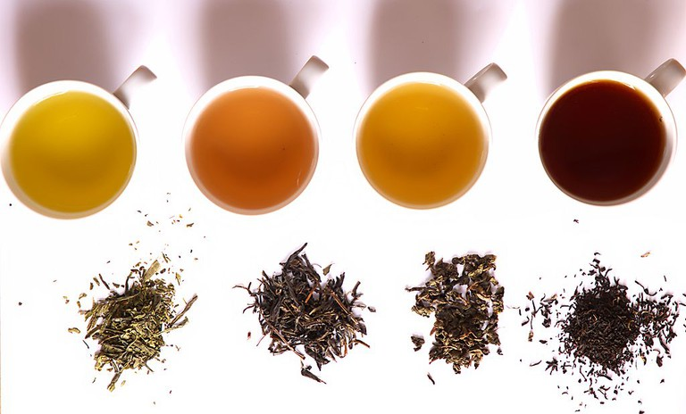 Tea in different grades of fermentation | © Haneburger/Creative Commons