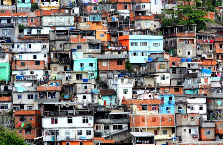 A favela in Rio de Janeiro |© Dany13/Flickr