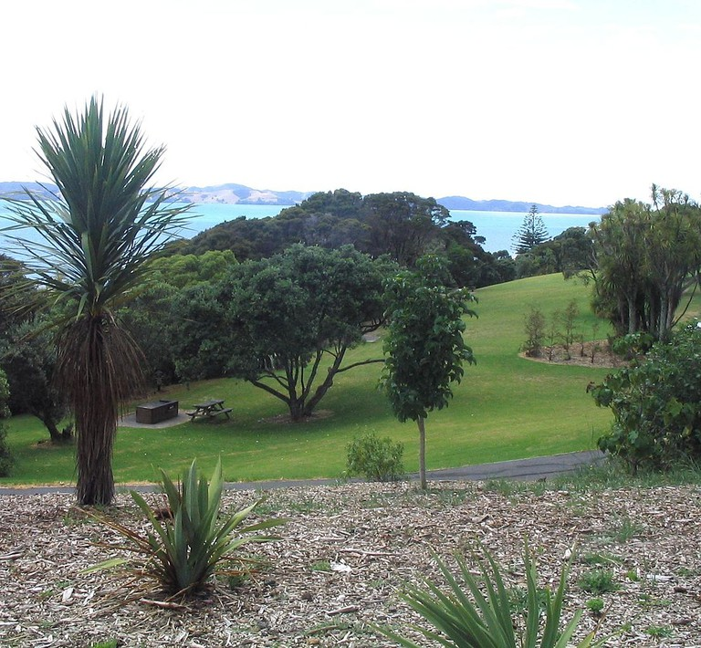 Omana View of Waiheke Island | © Wikimedia Commons