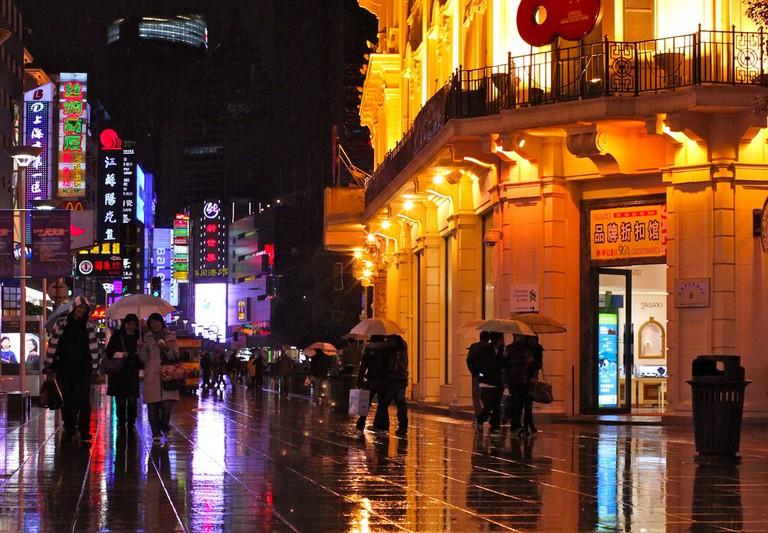 Nanjing Rd. Pedestrian Street, Shanghai | ©torbakhopper/Flickr