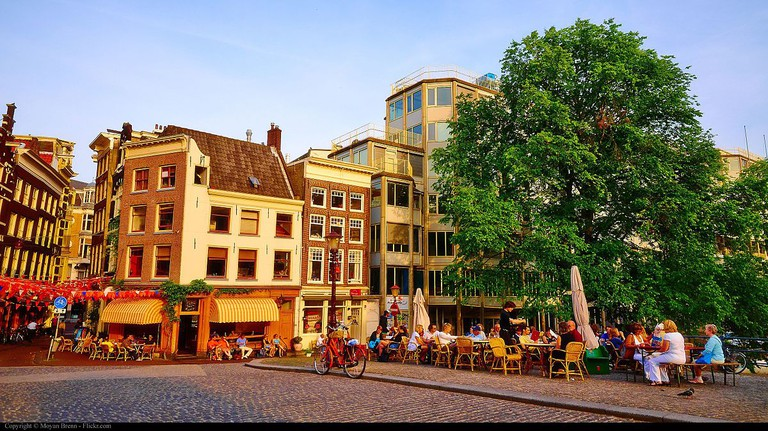 Terrace seating on Torensluis | © Moyan Brenn / WikiCommons