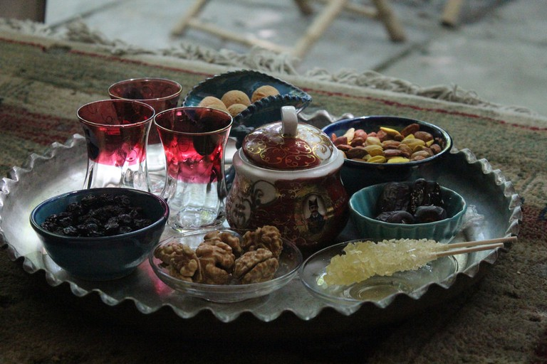 Persian tea served with raisins, dates, nuts, and cookies | © Nahid V / Flickr