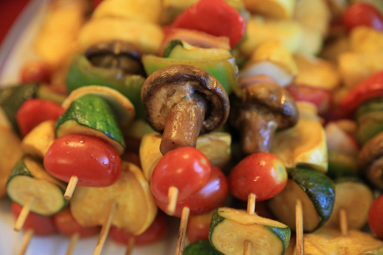 Veggie kabobs are a great healthy choice | © Carol VanHook / Flickr