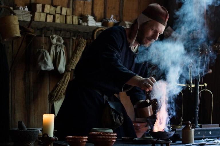 An alchemist at work | ©Hans Splinter / Flickr