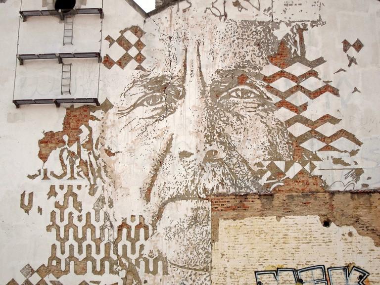 Wall in Alcântara by Portuguese street artist VHILS © Bosc d'Anjou / Flickr