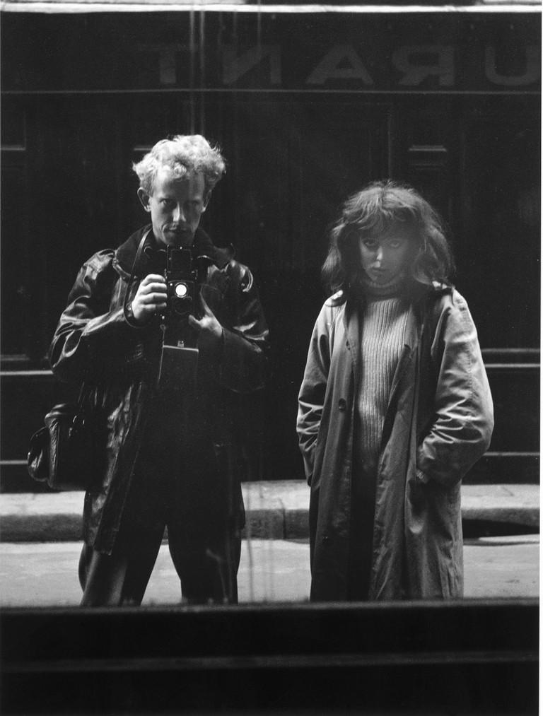 19. SCAN VAN NFM - Ed van der Elsken, Zelfportret op straat met Vali Myers, Parijs (1952), NFM 00016564