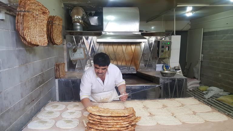 A barbari bread artisan at work | © Pontia Fallahi