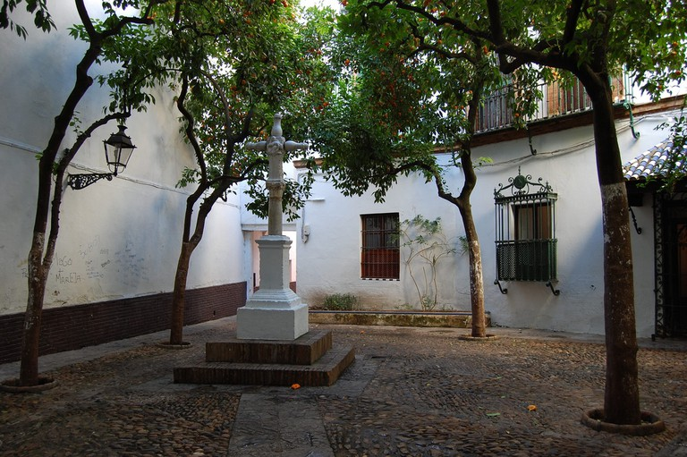 Hidden square in Santa Cruz; peribanyez, flickr