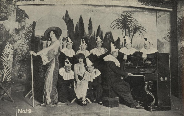 Troupe Of Mimes | WikiCommons