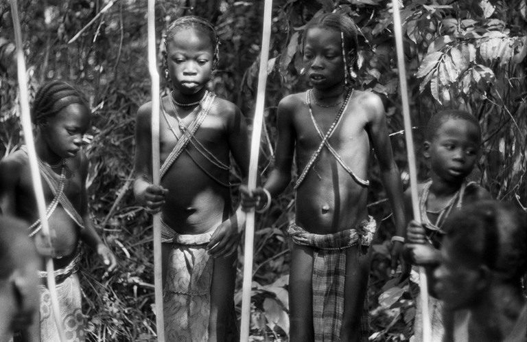 Ed van der Elsken, Four girls at a circumcision ritual, Oubangui-Chari, Central-Africa (1957) Nederlands Fotomuseum / © Ed van der Elsken / Collection Ed van der Elsken estate