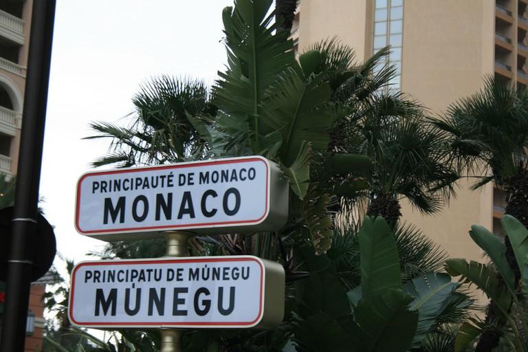 Monaco Signpost | © Gabriella Szekely / Flickr