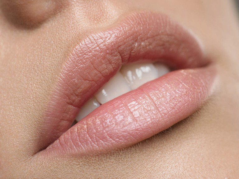 Lip masks can instantly plump lips | © John Voo/Flickr
