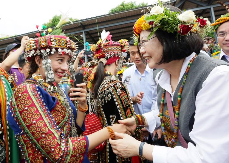 President Tsai meets members of the Rukai and Paiwan tribes | © 總統府 / Flickr