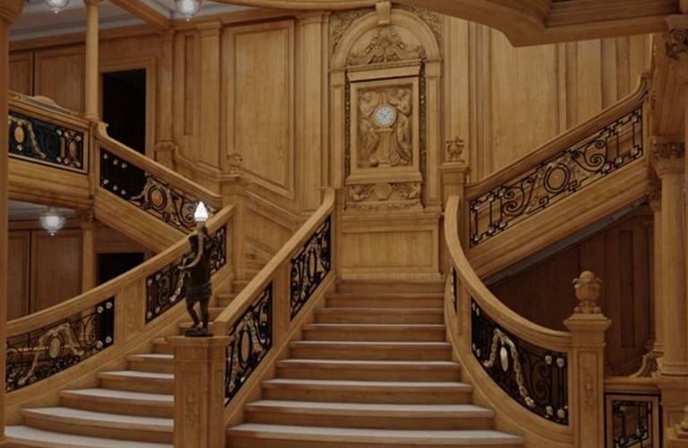 Replica of original Grand Staircase | © Blue Star Line
