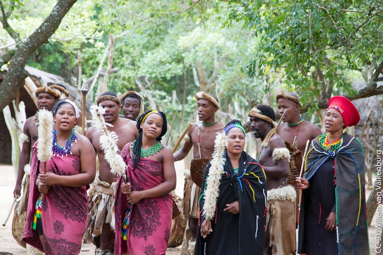 Zulu men and women in traditional dress © Willem van Valkenburg/Flickr