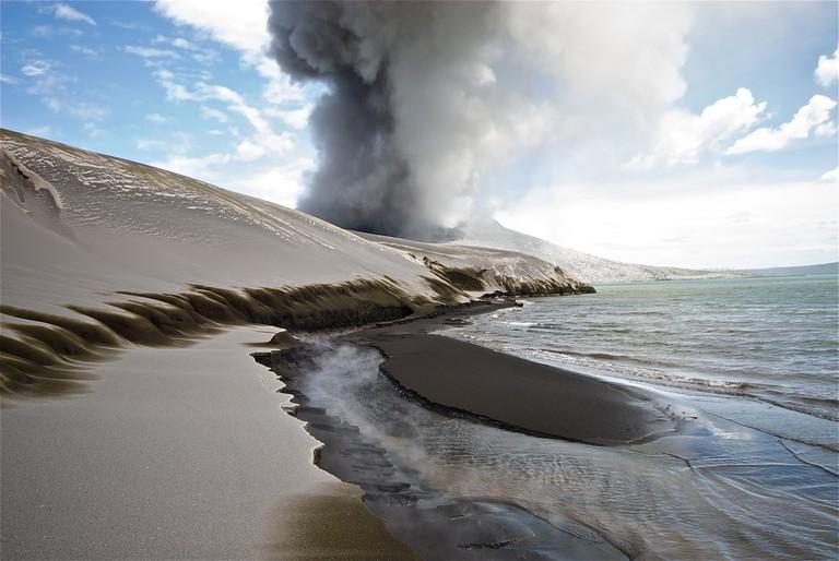 Tavurvur, the active stratovolcano near Rabaul   ©Taro Taylor / Flickr