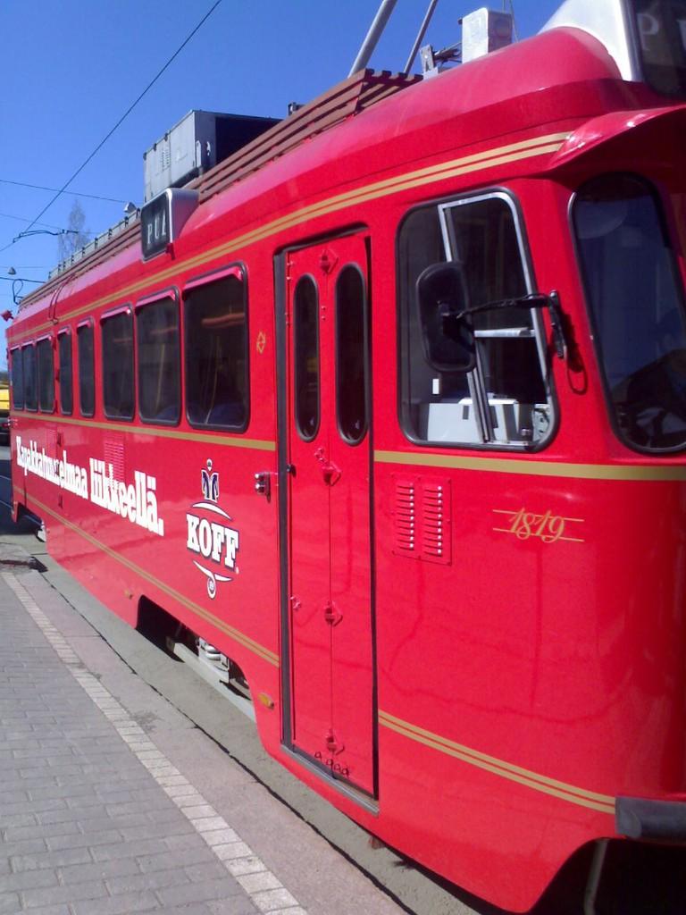 The distinctive red Pub Tram | © Miikka H/ Flickr