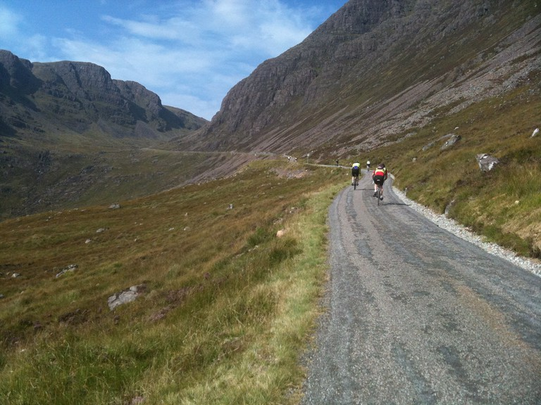 Cyclists on the Bealach na Bà   © Tom Jervis/Flickr
