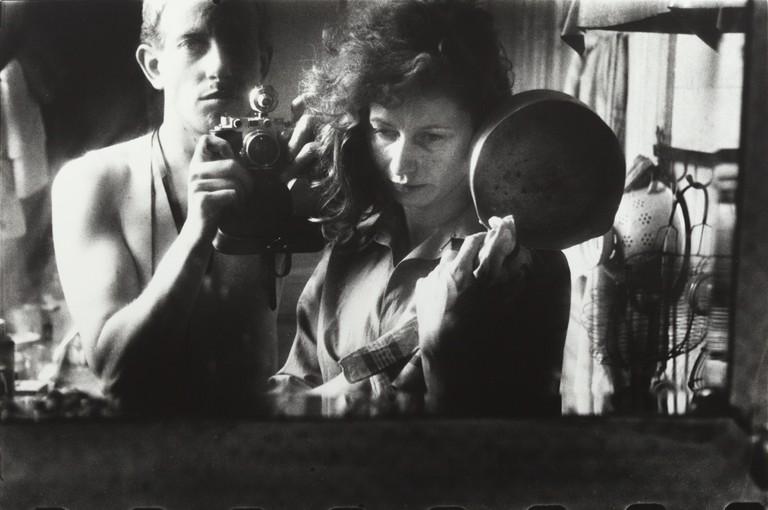 Ed van der Elsken, Selfportrait with Ata Kandó, Paris (1953) Nederlands Fotomuseum / © Ed van der Elsken / Collection Ed van der Elsken estate