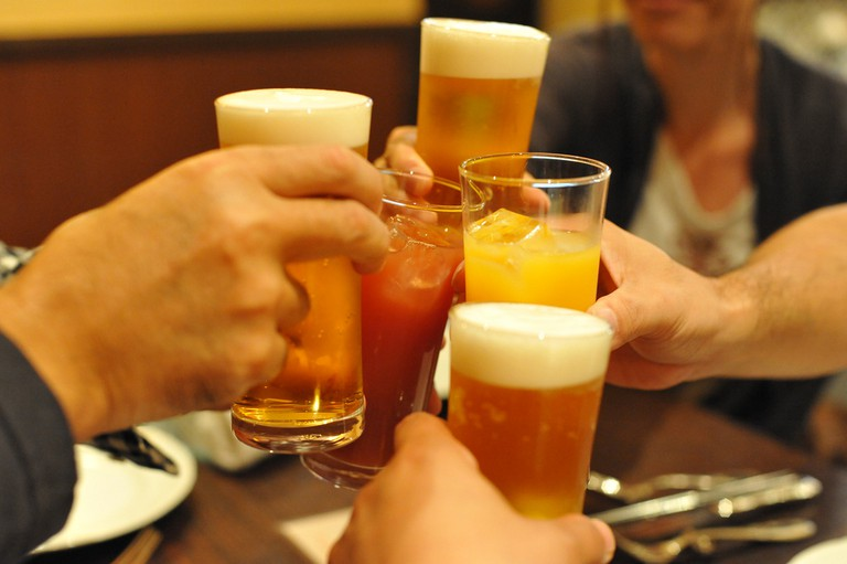 Cheers | © Takamorry/Flickr