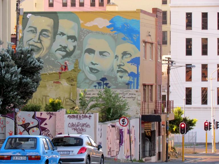 A street mural depicting political activists Nelson Mandela, Steve Biko, Cissie Gool & Imam Haron. © guillaume inconito / Flickr